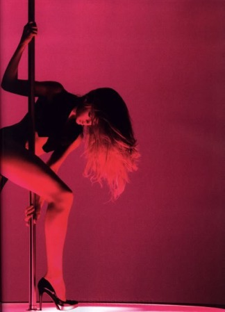 StripperPole-Doutzen-Kroes-002