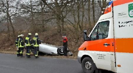 car_crash_bmw_z8_flips_upside_down_in_germany_009