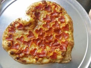 20110210-a-heartaroni-pizza-primary-thumb-500x375-139595