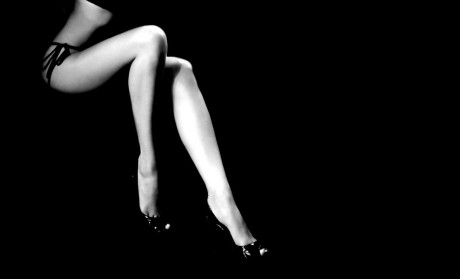 5603-womans-legs-1680x1050-artistic-wallpaper