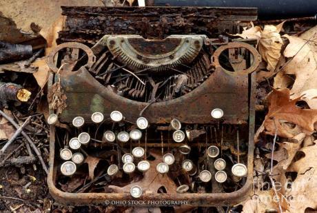 timeworn-old-rusty-typewriter-ohio-stock-photography